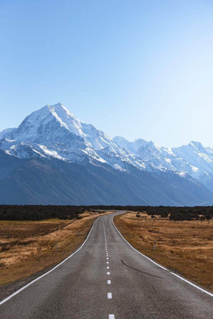 droga prowadząca  w góry - spróbuj czegoś nowego